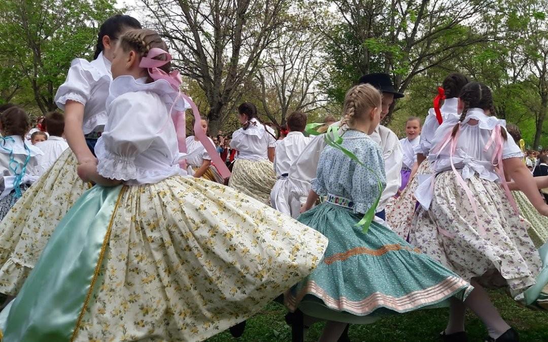 Cifrák és Tekergők virágvasárnapi fellépése